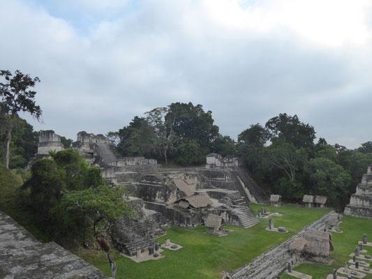 Auch die alten Maya haben sich eine Akropolis gebaut (besser gesagt: mehrere).