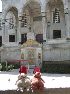 Sultane Saltim Börek und Saltim Köfte vor ihren Gemächern