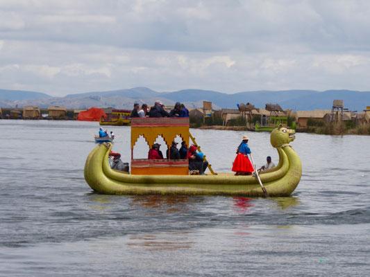 Die weltberühmten Schilfboote, mit denen (nicht nur) Touristen transportiert werden
