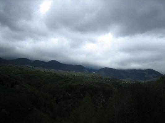 Noch drohen dunkle Wolken...