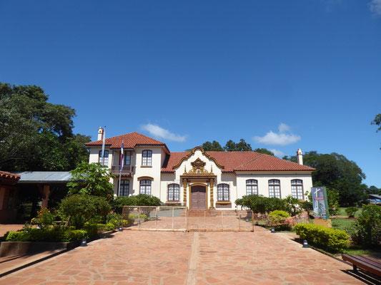 Früher mit ausgestopften Missionaren, heute leer: Museum in San Ignacio Miní