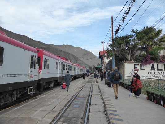 Inca Rail im Bahnhof von Ollantaytambo