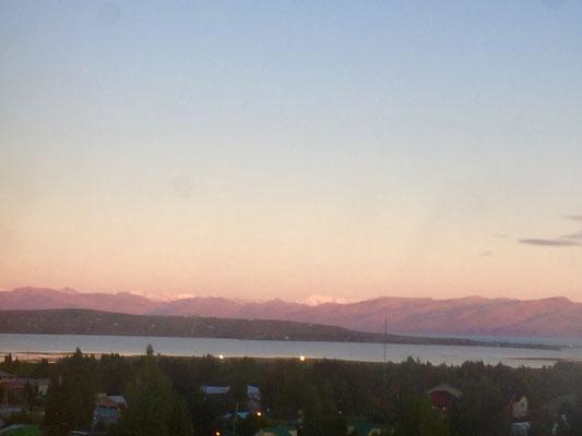 Sonnenaufgang in El Calafate (Blick aus unserem Zimmer auf den Lago Argentino)