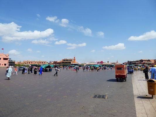 Djamâa el-Fna: Der Platz der Geköpften, Hauptattraktion und historisches Zentrum der Stadt