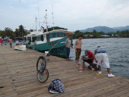 Fischer an der Karibikküste (leider bewölkt, aber trotzdem warm)
