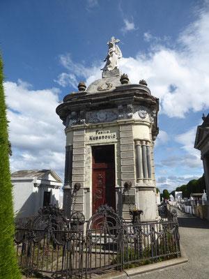 Und noch ein prächtiges Mausoleum kroatischer Auswanderer