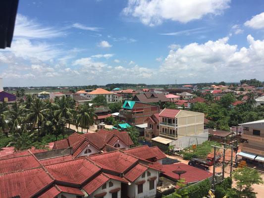 So nah und doch so fern: die gegenüberliegende Mekong-Seite ist Thailand (Blick aus dem Hotelzimmer)