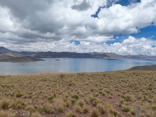 Blick auf die zugehörige Lagune auf 4.200m