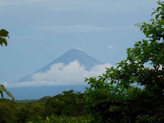 Vulkan Concepción von Ferne