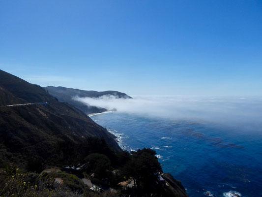 Big Sur am Morgen: Die Küste hüllt sich in Nebel