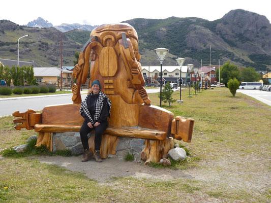 El Chaltén: Paradies für Rucksackreisende. Hier das dazugehörige Denkmal.