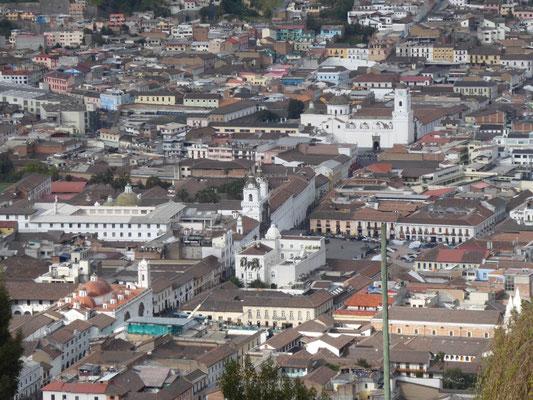Quitos Altstadt aus der Perspektive des Engels