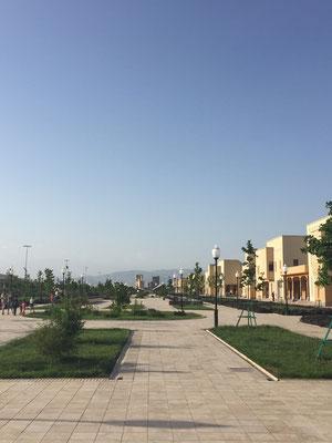 Ein wenig Ashgabat nachempfunden wirkt es schon...