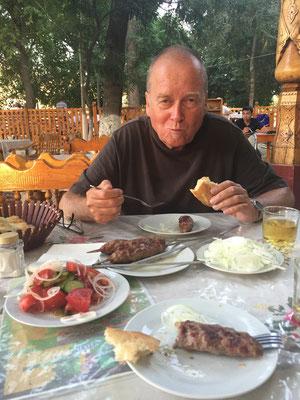 Für Harry: Rainer hat seinen gesunden Appetit immer noch nicht verloren!