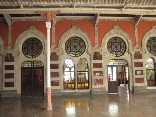 Alter europäischer Bahnhof (derzeit außer Betrieb, von hier fahren nur noch Busse)