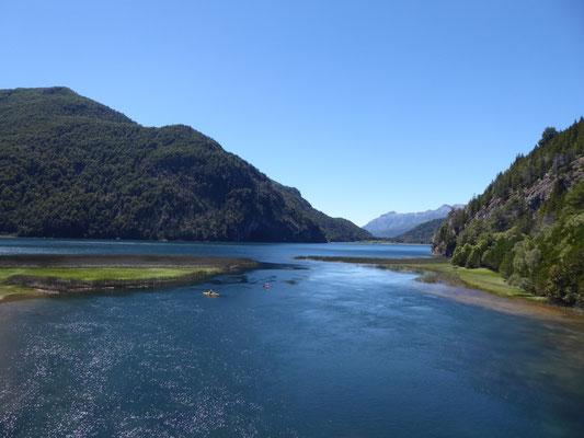 Ein letzter Blick auf einen tiefblauen See
