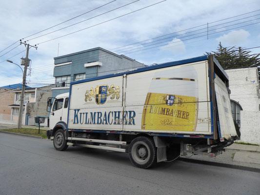 Huch, was hat der denn hier verloren (Kulmbacher Bier gibt es hier im Gegensatz zur Warfstwiner nicht zu kaufen)?