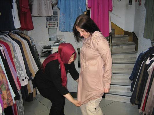 Erste Vorbereitungen für den Iran: Erwerb von Schleiereulen-Garderobe