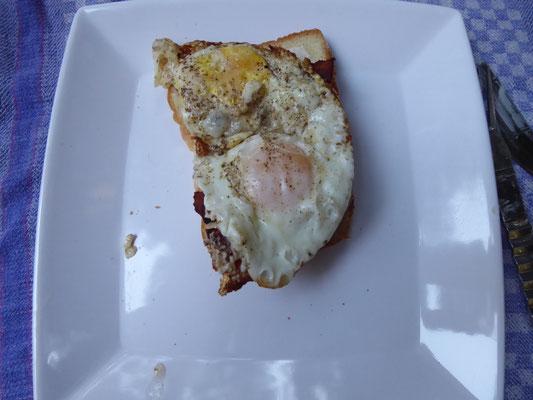 Ein belegtes Brot mit Bacon, ein belegtes Brot mit Ei......