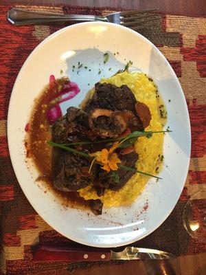 Und wieder mal ein paar Essensbilder. Hier Ossobuco mit Safranrisotto und...