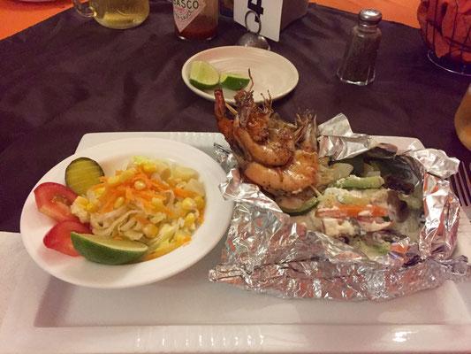 Fisch mit Camarones in der Alufolie. Auch SAULECKER!!!!