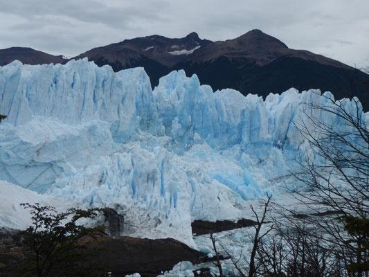 ... und fünf Minuten später (nachher). An dieser Stelle ist (war) der Gletscher 70m hoch.