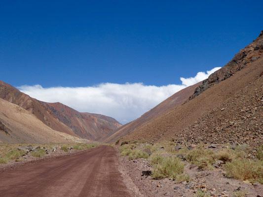 Erdstraße auf dem Weg nach Argentinien