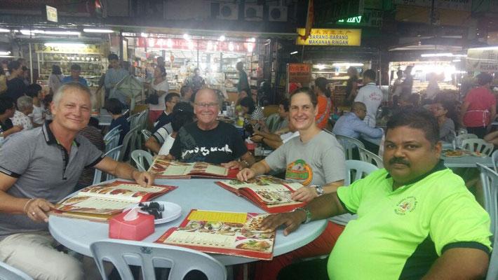 Hawker Stall mit Mr. Balan und Mr. Franz