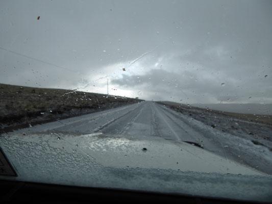 Der erste Schnee des zweiten Teils der Reise: Auf dem Weg nach Ollantaytambo über 4.000m