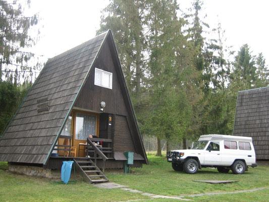 Die Hütte sieht von außen deutlich gemütlicher aus als von innen...