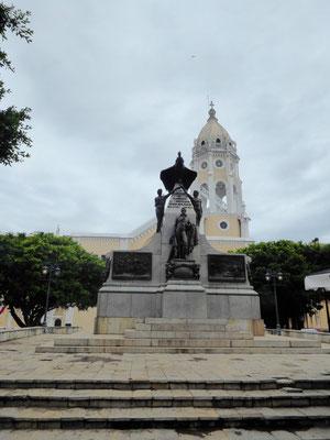 Simon Bolivar-Denkmal auf gleichnamigem Platz (Unabhängigkeitskämpfer und Nationalheld vieler lateinamerikanischer Länder)