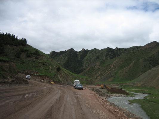 Straße nach Nayrin (war zum Glück nicht überall so)