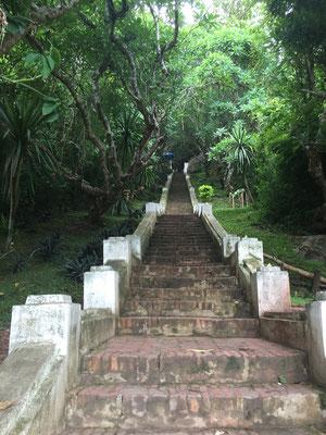 Aufstieg zum Mount Phousi