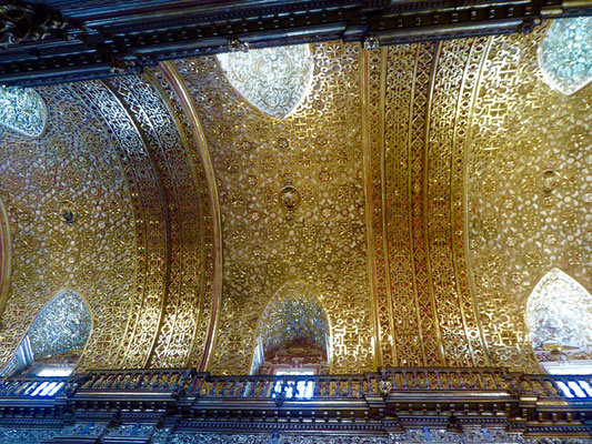 Im Innenraum sind 2 Tonnen (!) Blattgold verbaut. Was für eine Dekadenz!