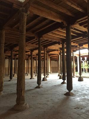 Moschee mit gefühlt tausend geschnitzten Säulen