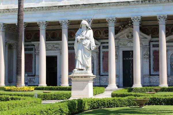 Statue des Paulus
