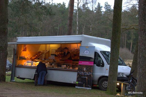 Verkaufswagen für Bio-Produkte des Hofladens in Wörme