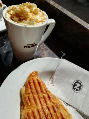 Meine Lieblingscafé Kette, Neros. Toller Kaffee, leckere heiße Schokolade und toasted Ham-Cheddar-Croissants <3