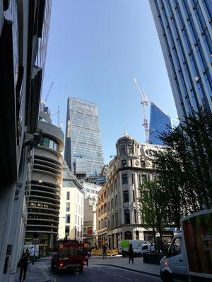 Der Kontrast zwischen Alt und Neu und Baustelle - findet sich in der City an jeder Ecke :)