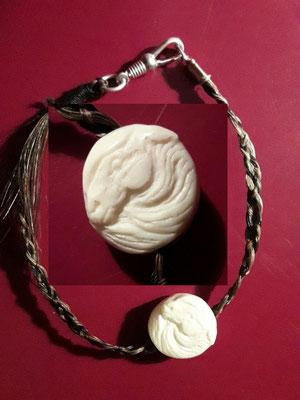 Armband aus Pferdehaar und kleinem Pferdekopf. Ist bereits verkauft.
