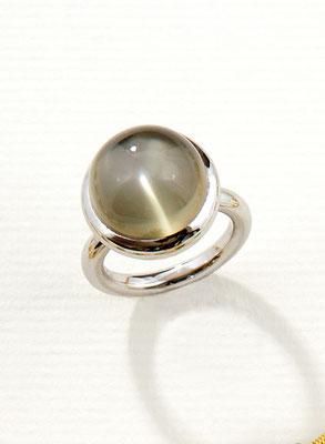 Ring - 585/- Weißgold / Mondstein - - - - - - - € - - 810,-