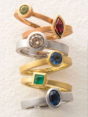 Ringe 18 kt / 14 kt Gold Brillant / Saphir / Smaragd / Rubellit / Peridot ab € 490,-