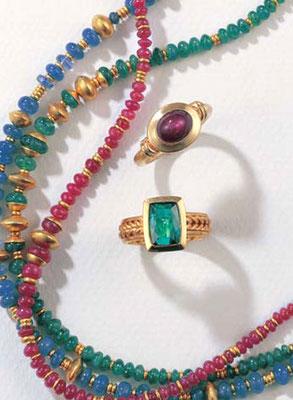 Kette -  Gold / Saphir - - - - - - - - - - - - - - - - - € 2.031,- Kette -  Gold / Smaragd - - - - - - - - - - - - - - - € 1.559,- Kette -  Gold / Rubin - - - - - - - - - - - - - - - - - € 1.620,-
