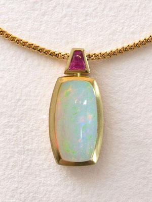 Anhänger  -  18 kt Gold / Opal 13,28 ct / Pink Saphir - - - € 2.660,-