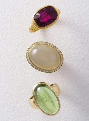 Ring - Gelbgold / Rubellit - - - - - - - - - - - - - - €  2.260,- Ring - Gelbgold / Mondstein / Brillanten - - - - €  2.570,- Ring - Gelbgold / Peridot - - - - - - - - - - - - - - - €  2.450,-
