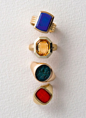 Siegelring - 750 / Gold / Lapislazuli - - - - - - - - €  1.420,-Siegelring - 585 / Gold / Citrin - graviert - - - - - €  2.100,-Siegelring - 585 / Gold / Jaspis - graviert - - - - €  1.840,- Siegelring - 750 / Gold / Karneol - graviert - - - €  1.830,-
