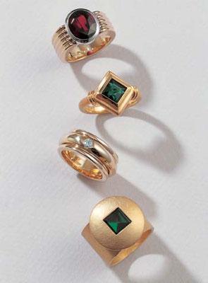 Ring - Gelbgold / Weißgold / Rodolith - - - - - €  1.567,- Ring - Gelbgold / Turmalin - - - - - - - - - - - - -€  1.261,- Ring - Gelbgold / Brillant - - - - - - - - - - - - - - €  2.492,- Ring - Gelbgold / Turmalin - - - - - - - - - - - - -€  1.477,-