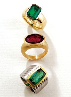 Ring - 750/- Gg./Wg. / Smaragd Dublette - - - €  1.481,- Ring - 750/- Gelbgold / Rubelit - - - - - - - - - - €  1.718,- Ring - Platin / 750/- Gelbgold / Turmalin - - - €  3.200,-