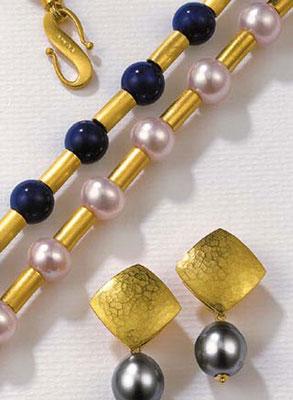 Kette - 585/- Gelbgold / Lapislazuli - - - - - - - - € 2.256,- Kette - 585/- Gelbgold / Perlen - - - - - - - - - - - € 2.462,-