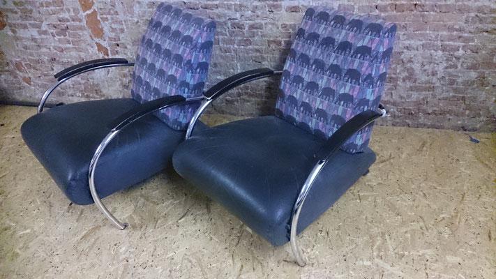 2 Gelderland 5470 fauteuils, leer licht beschadigd ivm kat, maar niet onherstelbaar. Rug eenvoudig te herbekleden. Suggesties?
